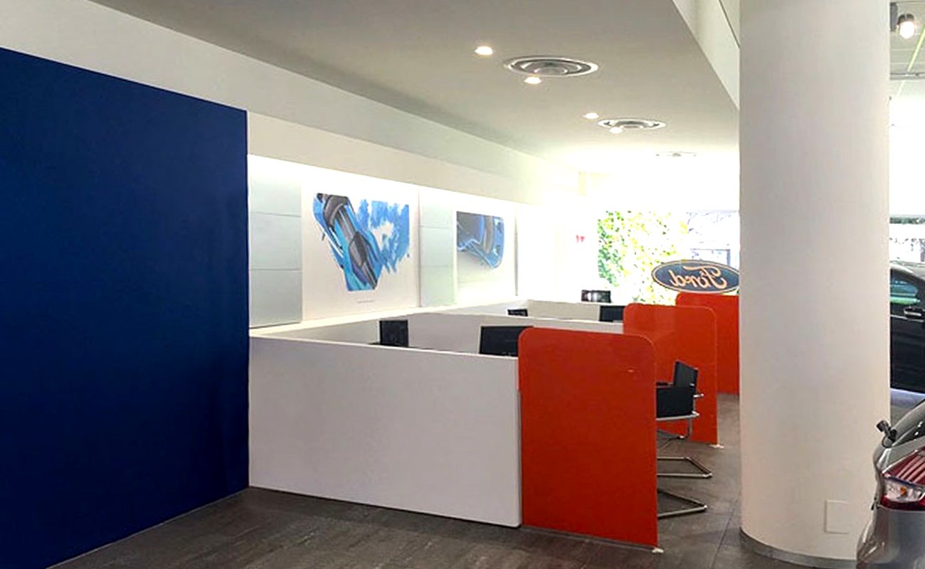Workstations - sales area of the Ford Parner Ambrostore