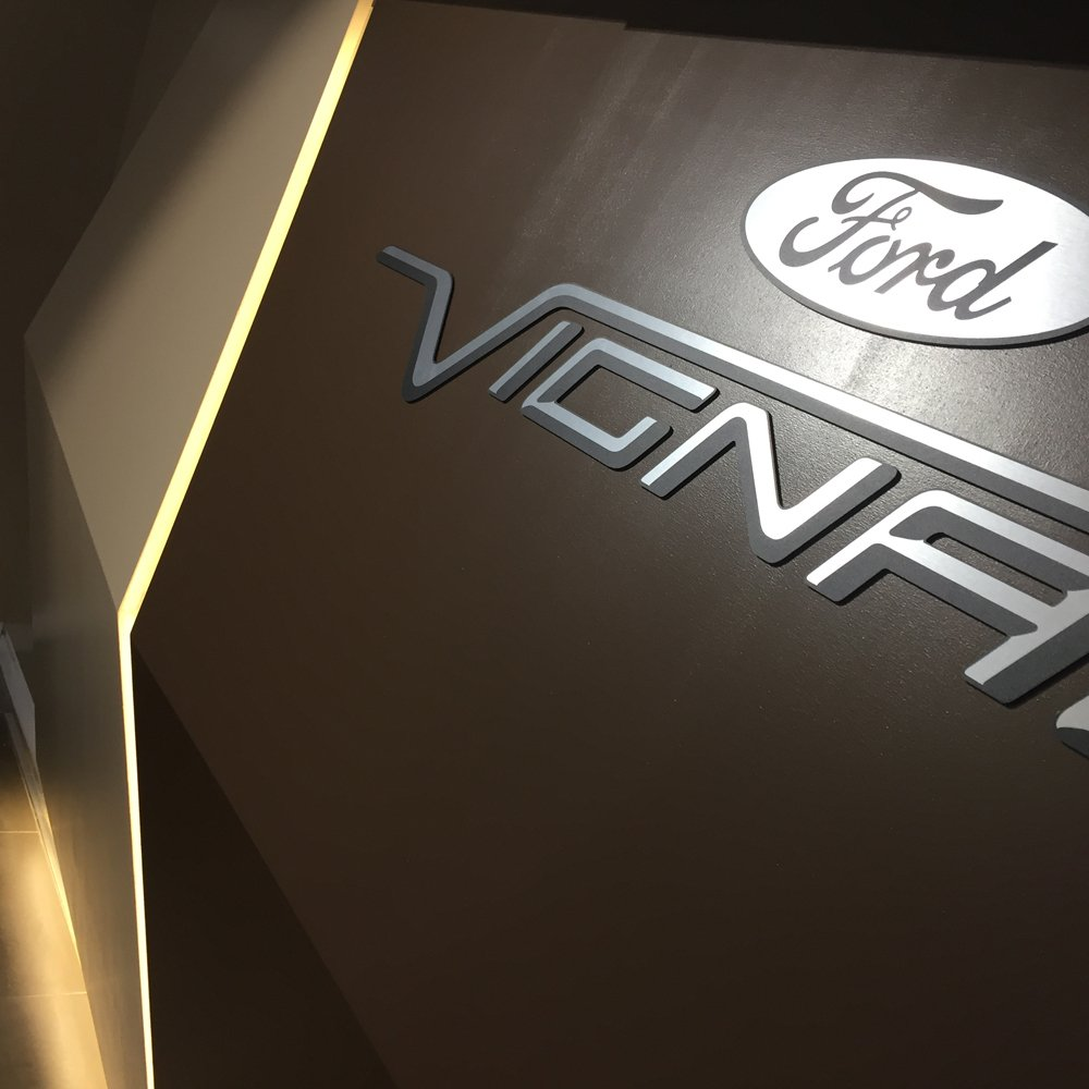 Vignale logo detail applied on the wall of the Autosas Lounge in Florence