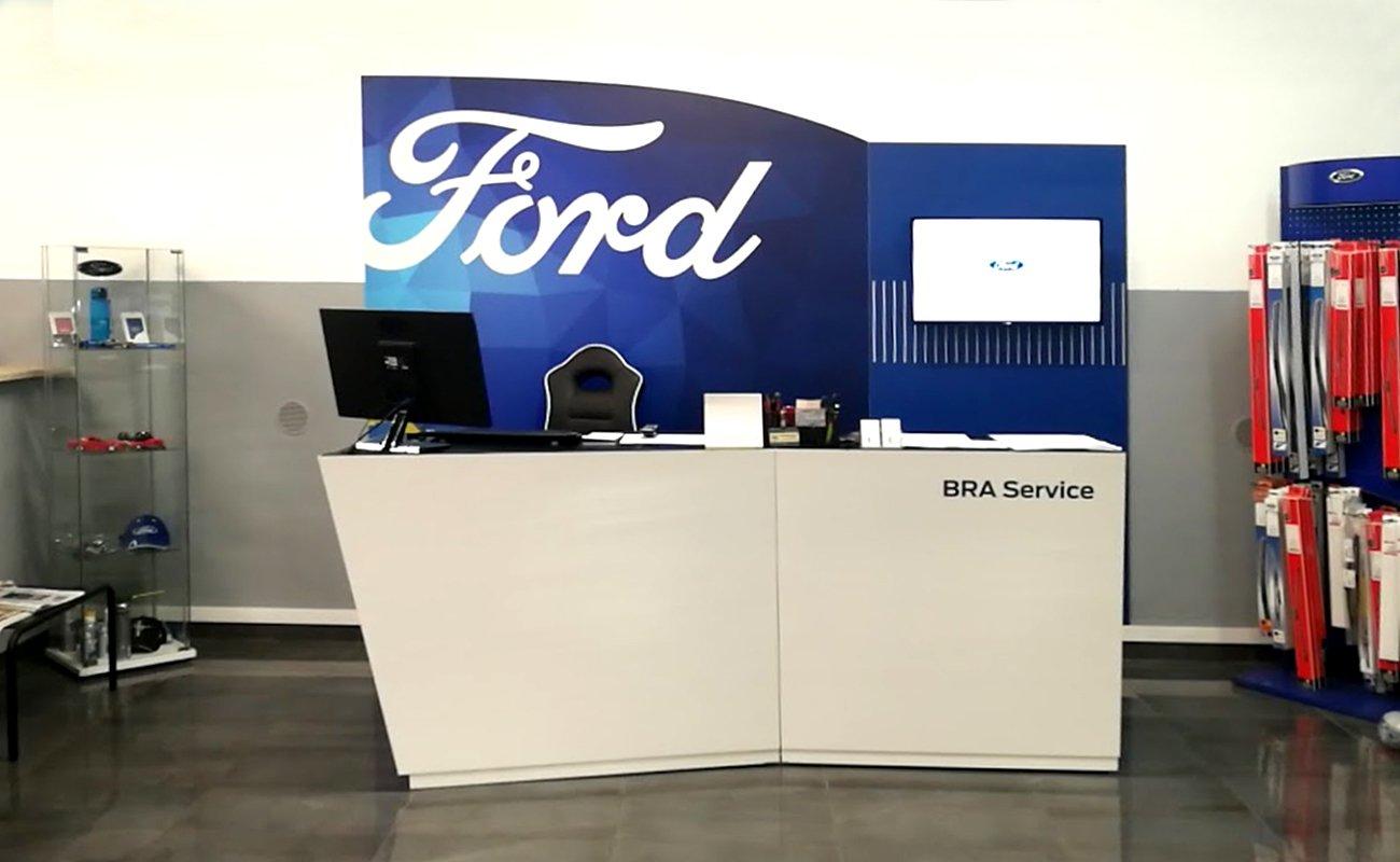 Accettazione con doppio desk del Kit Ford RA