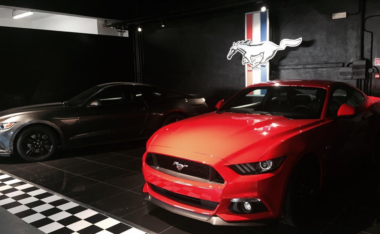 Zona Mustang all'interno dello showroom Stracciari