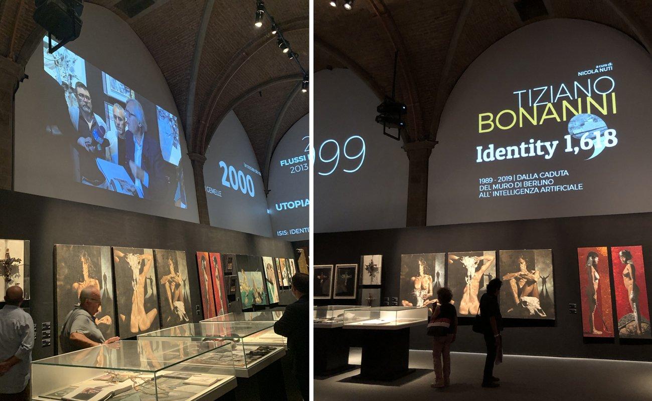 Videowall utilizzati come complemento dell'allestimento della mostra di Bonanni Identity 1,618 incluso particolare intervista con Vittorio Sgarbi