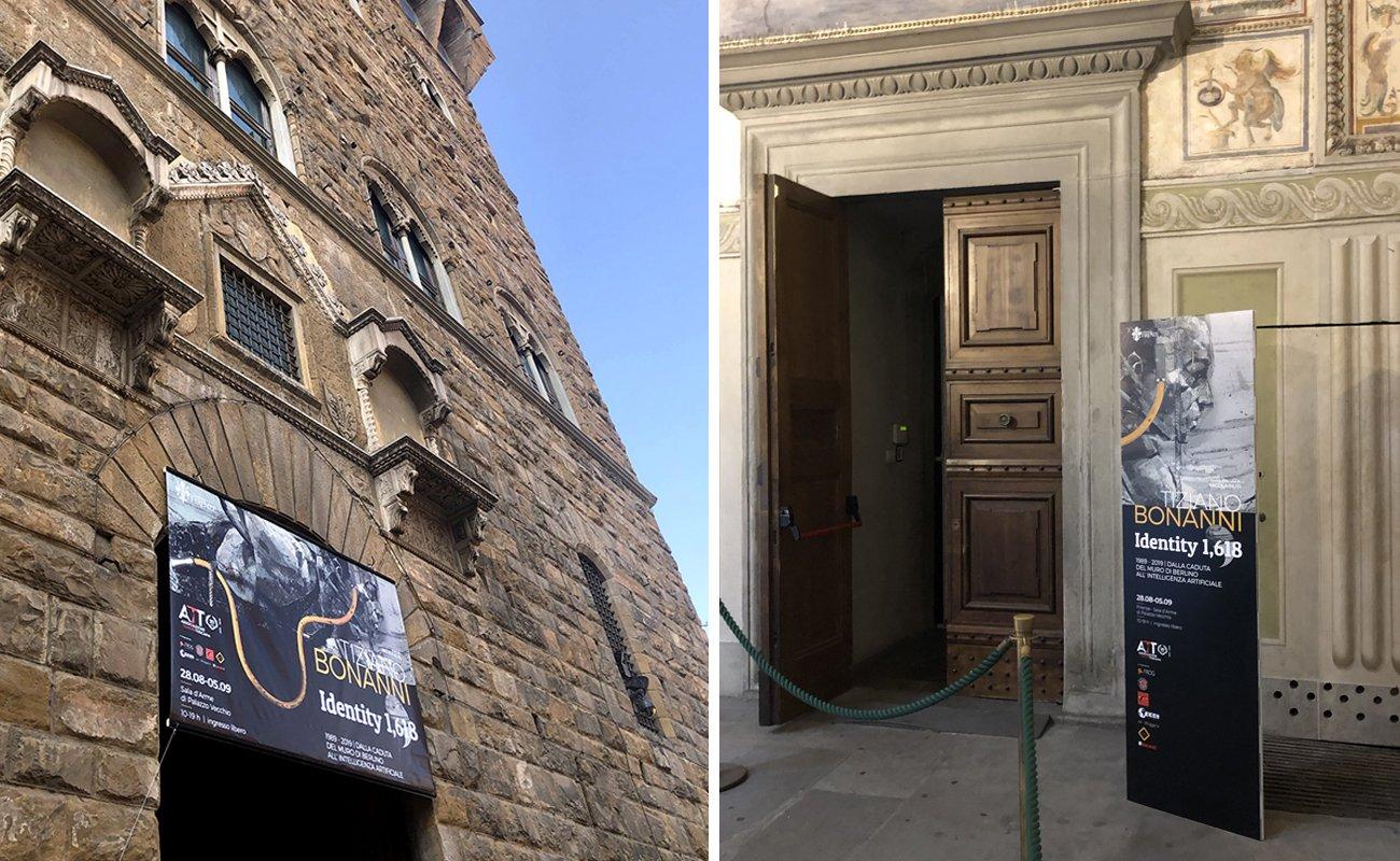 Tiziano Bonanni Identity 1,618 Stendardo e totem di comunicazione della mostra d'arte alla Sala d'Arme di Palazzo Vecchio